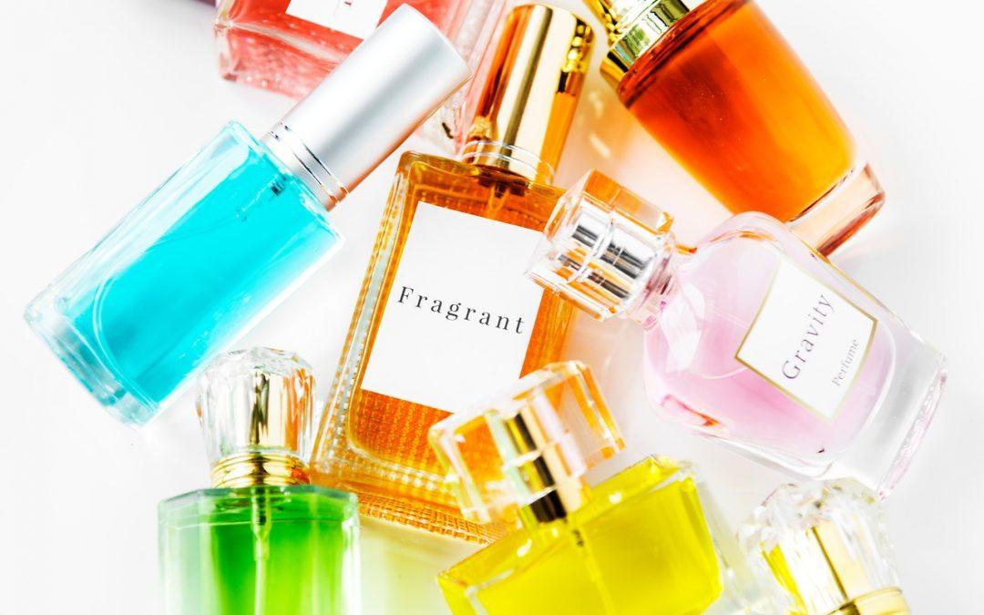 Como escolher um perfume: guia com 5 dicas para comprar a melhor fragrância