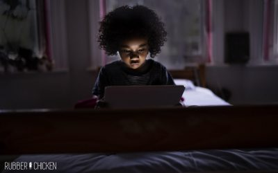 Como e quando deve uma criança ter acesso a ecrã e aos videojogos?