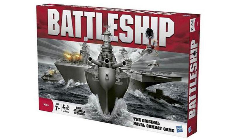 Batalha naval, o jogo de tabuleiro para uma guerra marítima entre tabuleiros de jogo