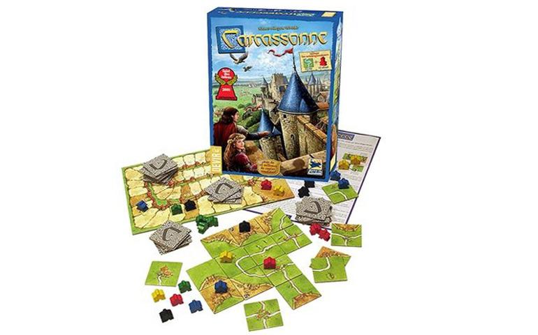 Carcassone é um jogo de tabuleiro, voltado para a estratégia e controlo de território, inclui tabuleiro e cartas de jogo
