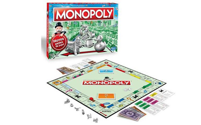 Jogo de tabuleiro Monopoly é ideal para competir por um monopólio de casas, terrenos e bens.