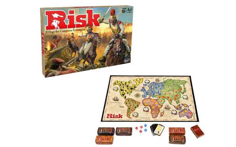 Jogo de guerra e estratégia Risk, tabuleiro com mapa mundo e cartas