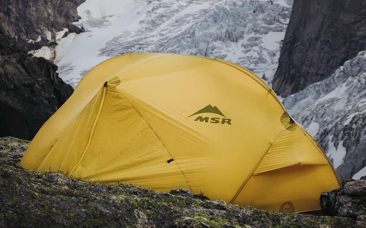 tenda de expedição para acmapar na montanha